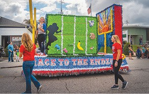 100516 Homecoming Class of 2019 Float C.jpg