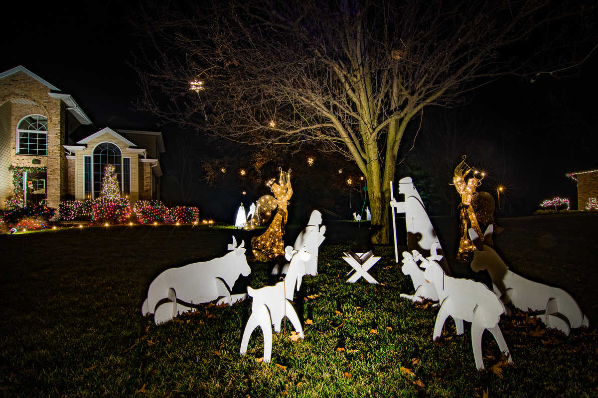 home of dave and donna haertling 1730 w heathwood drive best religious christmas display